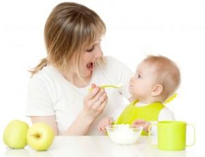Alimentation de bébé : les différentes étapes jusqu'à 12 mois