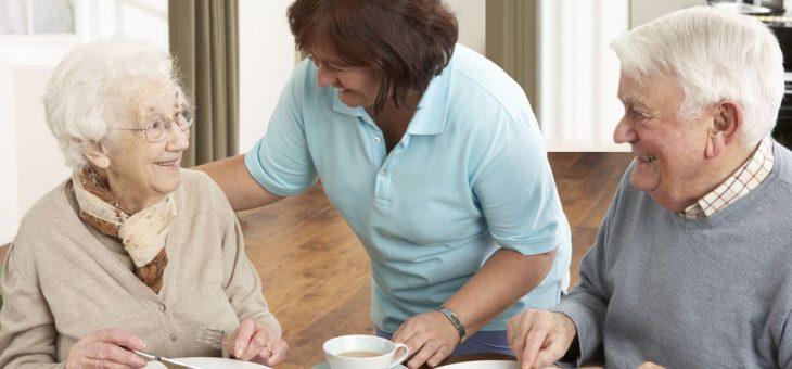 Comment surveiller l'alimentation d'une personne âgée dépendante ?